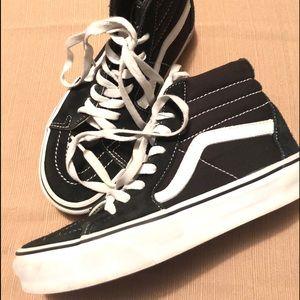 Gently Used Vans black & white Sneakers, SZ 4.5